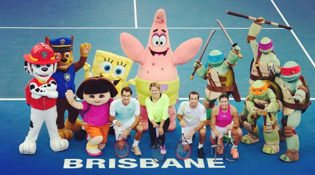 Roger Federer inspiring Brisbane's tennis kids at Pat Rafter Arena, Tennyson. Image: Brisbane International (Instagram: BrisbaneTennis)